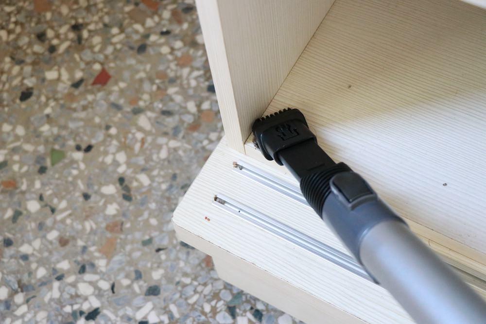 開箱。THOMSON 數位馬達手持無線吸塵器 ▋12件組合配件,電池增量,吸力80分鐘不間斷