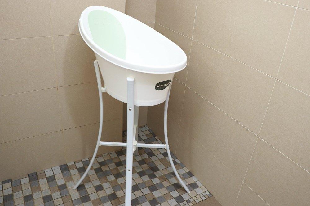 英國Shnuggle月亮澡盆、澡盆支架開箱。新生兒洗澡必備神器