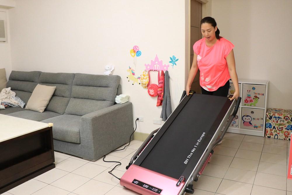 全職媽媽也能在家運動-BH健走機 ▌免安裝,簡單操作的跑步機