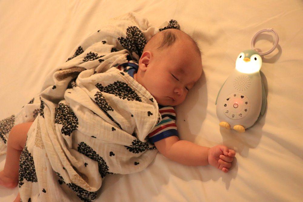 寶寶安撫好物。荷蘭ZAZU強鵝好朋友開箱 ▌內建白噪音,會感應寶寶哭聲自動開啟
