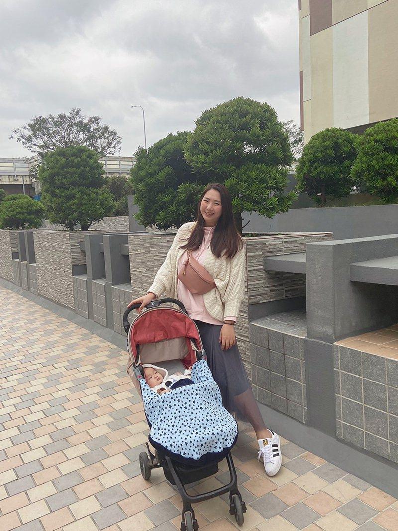媽媽隨身小包推薦-zmec.f. 優雅時尚單肩包。出門遛小孩超方便