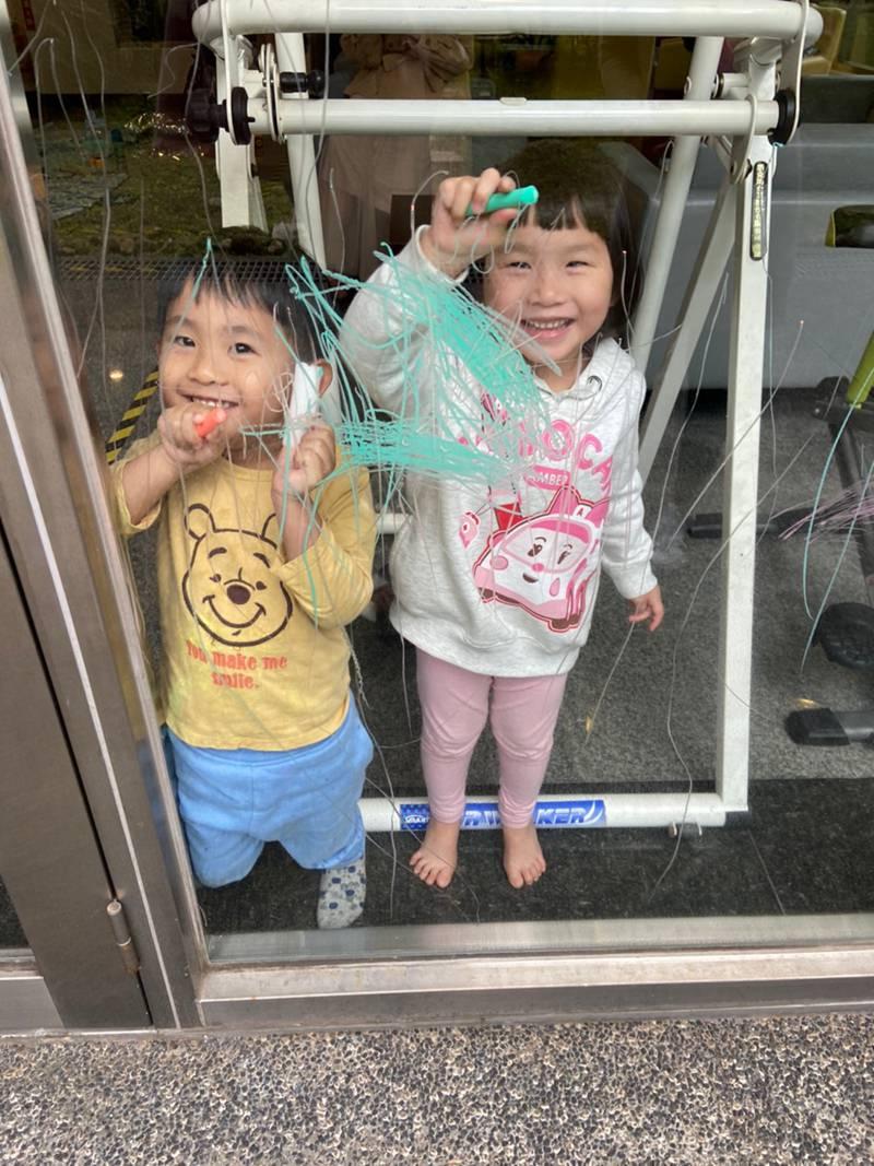韓國SnowKids手指顏料美術用品。安全、無毒的手指膏,蠟筆、畫筆