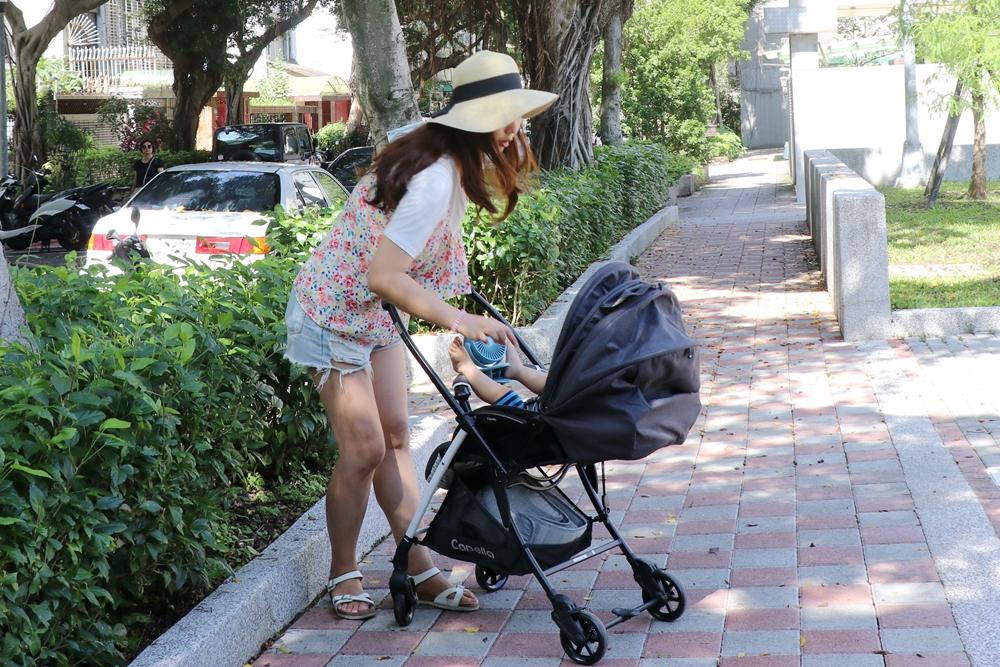 Capella卡培樂-巧飛輪Plus輕量雙向手推車。只有4.5公斤,媽媽也能抬得動的嬰兒推車