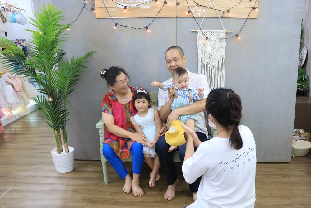 台北台中寶寶拍攝推薦-小詩琦映像館。君尚一歲生日全家福,滿週歲紀念照(週歲寫真)