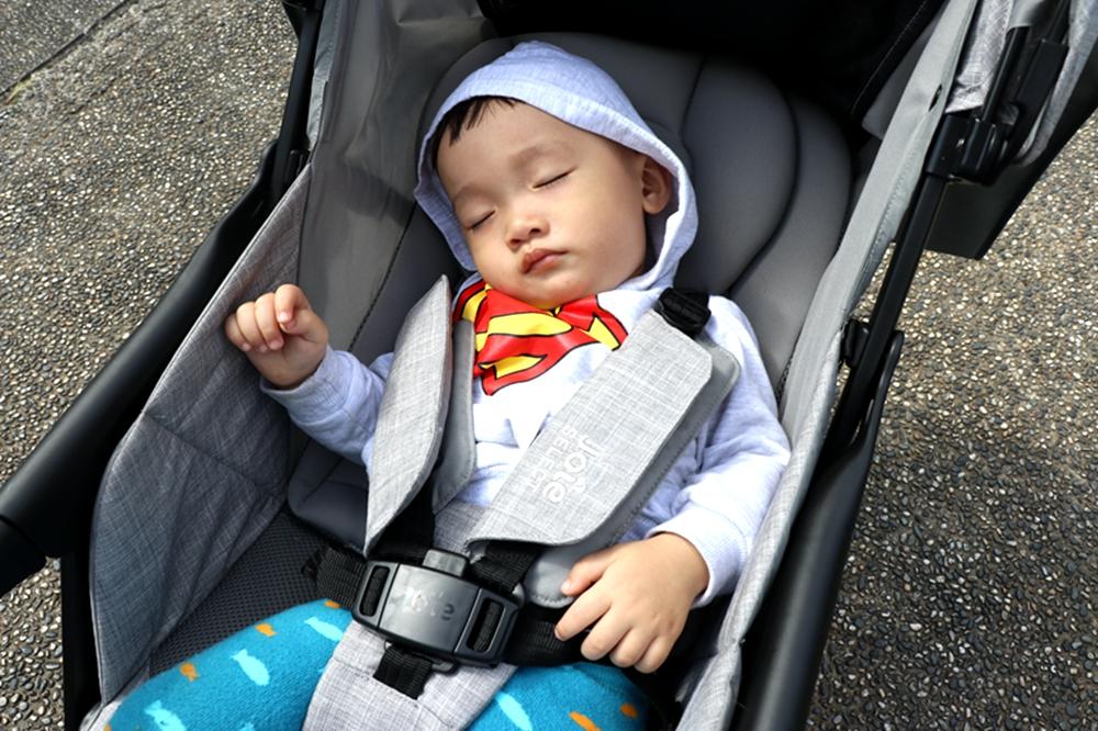 Joie Fluri drift嬰兒推車-很輕巧,可以橫移,輪子能360轉的寶寶推車