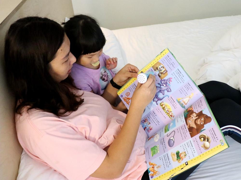 芽比兔點讀筆新上市-雙語百科點讀寶典。迪士尼書籍和12張主題點讀圖卡