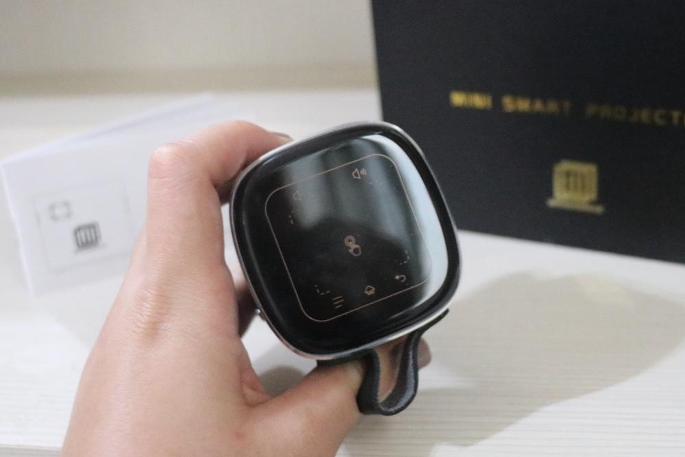 投影機推薦-WONDERMAX AP1 Cube 投影魔方。微型投影機,沒有電視也能看卡通、追劇