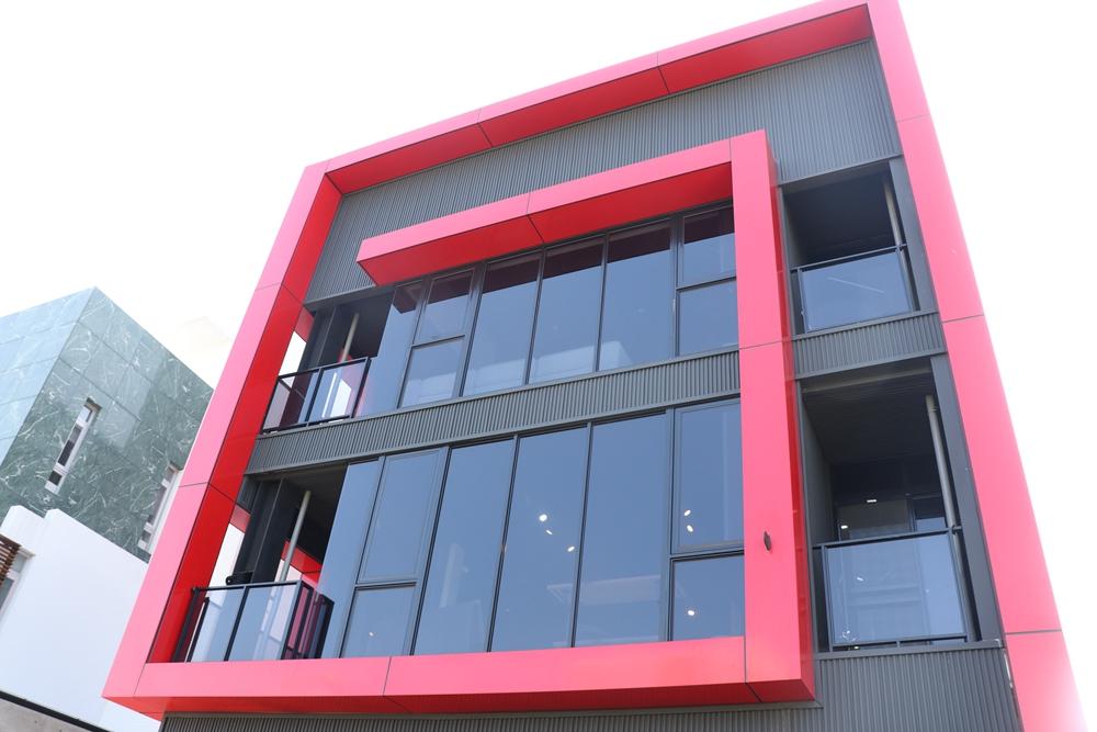 億家具批發倉庫台南店-位在南區萬年五街,三層樓家具應有盡有
