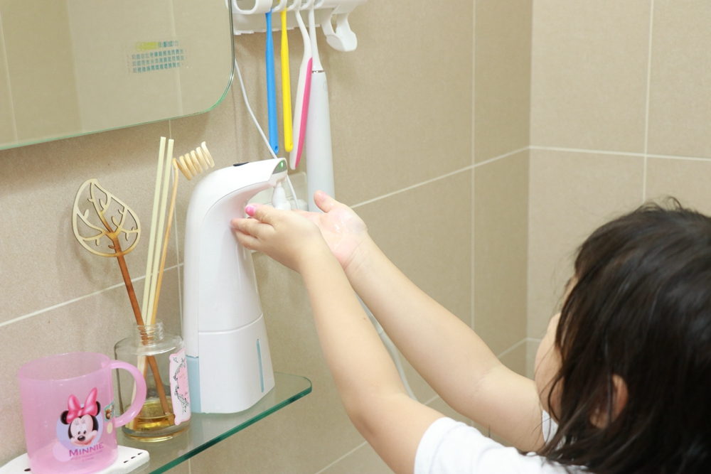 舒福家居生活用品分享-智能感應泡沫洗手機、智能光觸媒牙刷消毒器、卡通緹花地毯地墊寶寶爬行墊