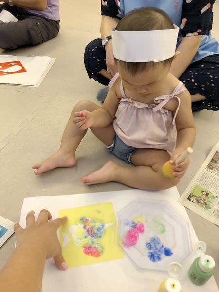 【寶寶】手指顏料創意玩法整理 ▋拓印玩顏料、冰磚顏料、彈珠顏料畫、尿布顏料畫