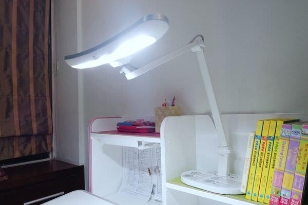 【寶寶】親子共讀檯燈推薦,BENQ|WiT MindDuo護眼檯燈 ▋超寬角度、揮手自動感應
