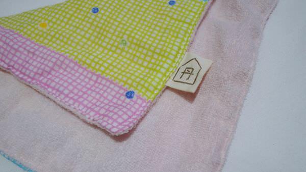 【寶寶】丹寶手作森林彌月組合-手作圍兜、揹巾口水巾、手帕、平安符袋 ▋圍兜雙面防水不滲透,送禮自用兩相宜