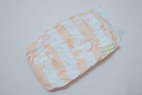 【寶寶】3分鐘DIY游泳尿布 ▋過期尿布廢物利用 (1)