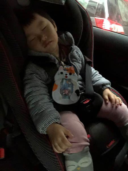【生活】搭乘UBER 寶寶優步分享 ▋配有Combi汽車座椅,守護孩子安全